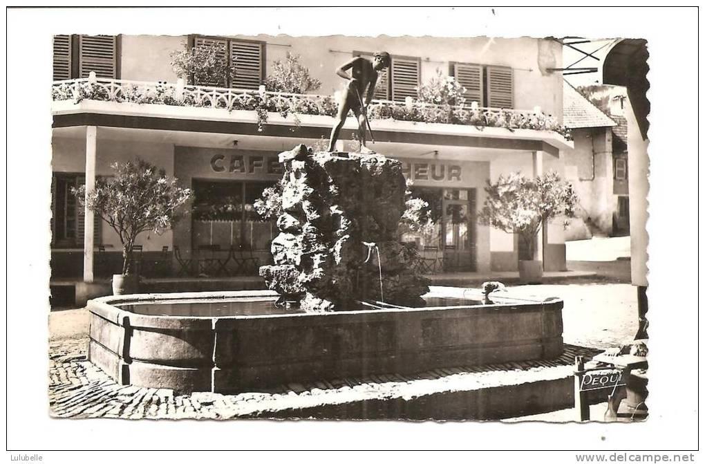 fontaine-du-pecheur-2